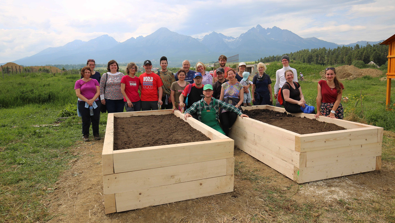 Permakultúra, práca, slnko pod Tatrami a kopec smiechu